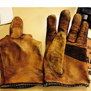 Click image for larger version.  Name:glove.jpg Views:615 Size:164.9 KB ID:50887