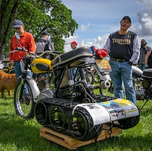 Click image for larger version.  Name:SnoGo kit, Triumph Cub(2),Vintage-Motorcycles-017.jpg Views:2 Size:117.8 KB ID:98034