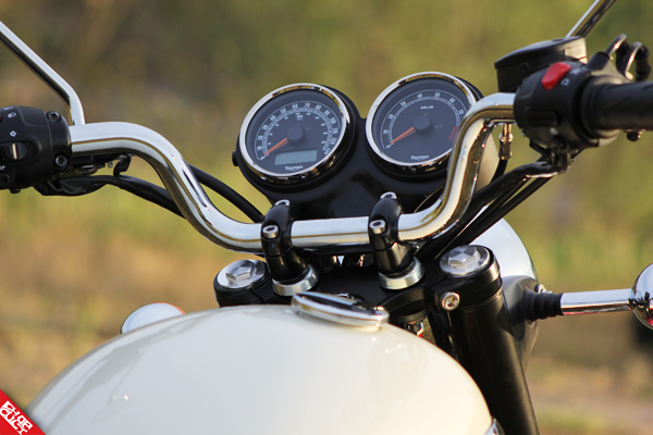 Triumph Bonneville T100 Road Test Review_14