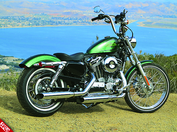 2012 Harley-Davidson Sportster 72 Road Test Review 02